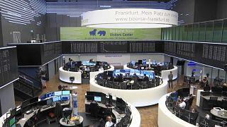 Les bourses européennes regagnent du terrain après un plongeon provoqué par la crise Covid-19