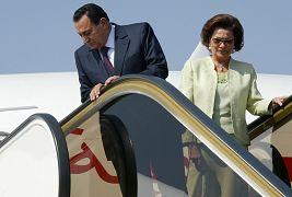 الرئيس المصري حسني مبارك وزوجته سوزان يصلان إلى مطار مراكش في المغرب 2006