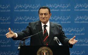 الرئيس المصري حسني مبارك يلقي كلمة في اليوم الأول من المؤتمر السنوي الخامس للحزب الوطني الديمقراطي الحاكم في القاهرة ، مصر.