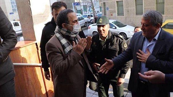 محسن هاشمی، رئیس شورای شهر تهران (راست) و محمد رحمان زاده، شهردار منطقه ۱۳ تهران (چپ)