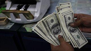 سرایت کرونا به بازار ارز؛ نرخ دلار به بالاترین حد در ۱۷ ماه گذشته رسید