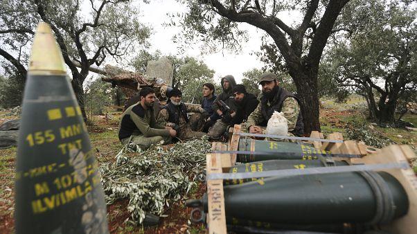 مقاتلون سوريون مدعومون من الأتراك في استراحة في محافظة إدلب بسوريا    20/02/2020