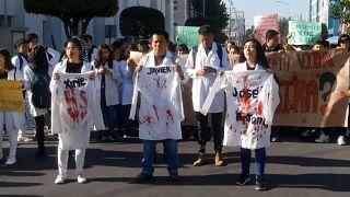 Puebla grita de dolor tras el asesinato de tres estudiantes de Medicina