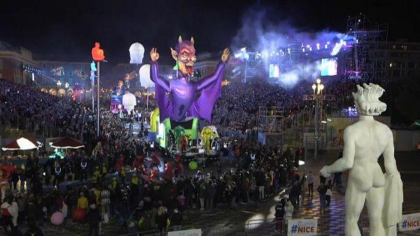 Carnaval de Nice : malgré le nouveau coronavirus, la fête continue