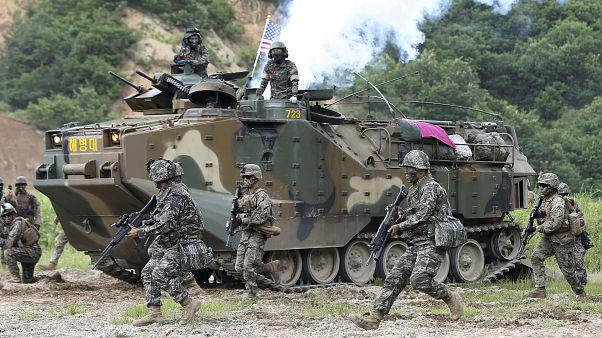 """الولايات المتحدة تتوقع تفشي فيروس كورونا على أراضيها وإصابة أول جندي أمريكي بـ """"كوفيد-19"""""""