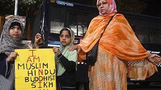 Hindistan'da 'Müslümanları ötekileştiren yasaya' tepki büyüyor: Olaylarda ölü sayısı 20'ye yükseldi