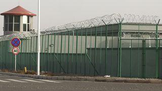 Çin'de Sincanlı Müslümanların tutulduğu bir kamp