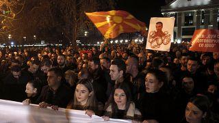 A lemondott kormányfő ellen tüntettek Szkopjében