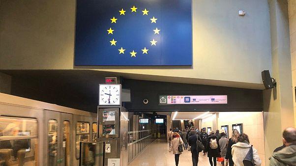 کشورهای اروپایی برای مهار کرونا چه میکنند؟