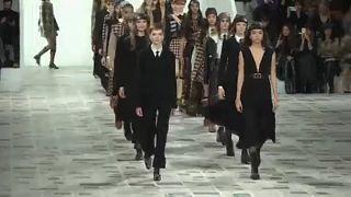 Επίδειξη μόδας του Ντιόρ εμπνευσμένη από τη δεκαετία του '70