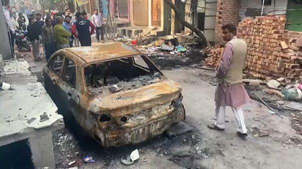 India, violenti scontri tra induisti e musulmani durante la visita di Trump
