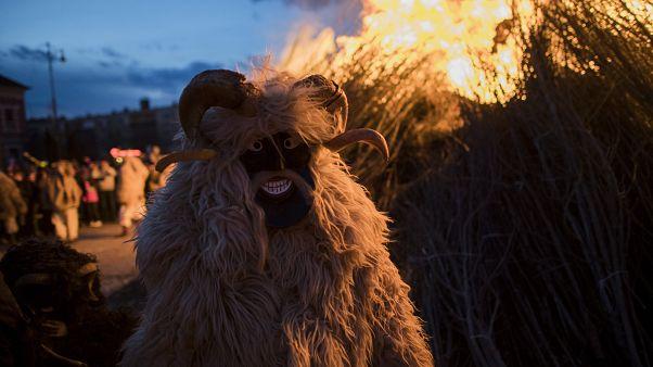 Elégették a tél koporsóját a mohácsi busók