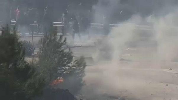 اشتباكات في جزيرة ليسبوس بين عناصر شرطة مكافحة الشغب وبين المحتجين ضد بناء المزيد من مراكز إيواء اللاجئين
