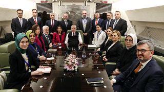 Türkiye Cumhurbaşkanı Recep Tayyip Erdoğan, Azerbaycan'daki temaslarının ardından yurda dönerken uçakta gazetecilerle sohbet etti.