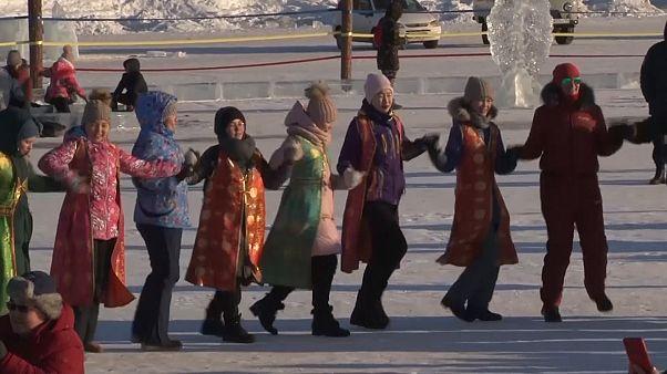 رقص دسته جمعی بومیان سیبری برای گرامیداشت سال نو
