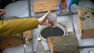 إتلاف مشروبات كحولية مغشوشة - أوكرانيا - 2020/02/26