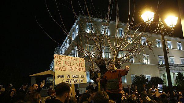 «Πέντε χρόνια υποφέραμε πολλά» - Λέσβιοι και Χιώτες διαδήλωσαν στην Αθήνα