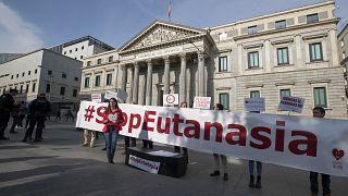 Manifestación en contra de la eutanasia ante el Congreso de los Diputados de España, febrero de 2020
