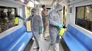Koronavirüsün yayılımını engellemek için toplu taşıma araçları dezenfekte ediliyor