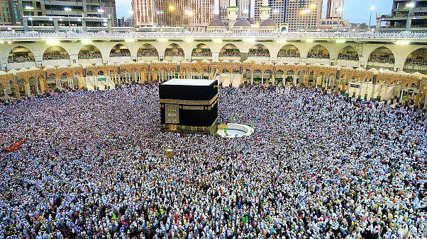 السعودية تعلّق مؤقتاً دخول المسلمين للعمرة وزيارة المسجد النبوي لمواجهة كورونا