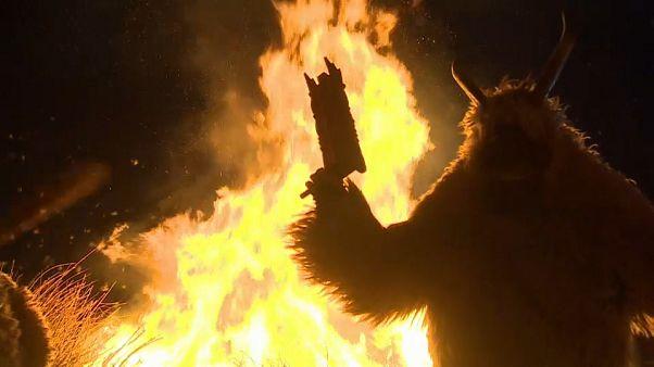 Mostri che bruciano l'inverno
