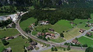 لتأمين مستودع ذخيرة قديم.. إخلاء سكّان قرية سويسرية من منازلهم