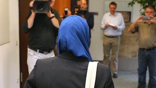 Kopftuchverbot für Rechtsreferendarin bleibt erlaubt