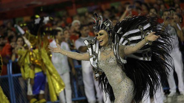 شاهد: استمرار احتفالات كرنفال البرازيل رغم الإعلان عن إصابة شخص بكورونا