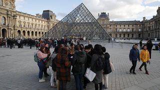 Fransa'nın başkenti Paris'te bulunan Louvre Müzesi