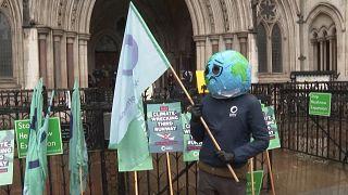 Klímavédők a londoni Heathrow repülőtér bővítése ellen