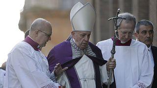 """البابا يلغي مشاركته في قداس بسبب """"وعكة صحية عابرة"""""""