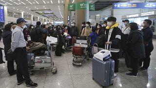 عدد من السياح الكوريين الجنوبيين الذين أعادتهم إسرائيل إلى ديارهم   25/02/2020