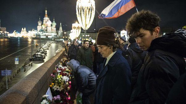 Акция памяти Бориса Немцова на Большом Москворецком мосту в Москве 27 февраля 2020