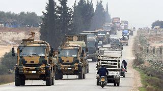 رتل من الآليات العسكرية التابعة للجيش التركي على الحدود السورية