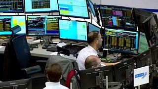 """""""كورونا"""" يهاجم الأسواق المالية الأوروبية والعالمية والنفط يهبط سعره 4 بالمائة"""