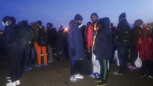 Εκατοντάδες μετανάστες στα σύνορα με Ελλάδα - Αθήνα: Μέγιστη η φύλαξη στα σύνορα