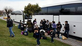 Otobüsler sınır kapılarına göçmen taşıyor