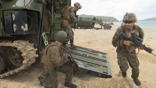 Üdülőparadicsom mellett gyakorlatoznak a thai katonák