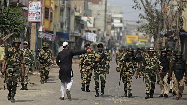 هند؛ تقدیر از «پلیس قهرمان» در جریان خشونتهای دهلی