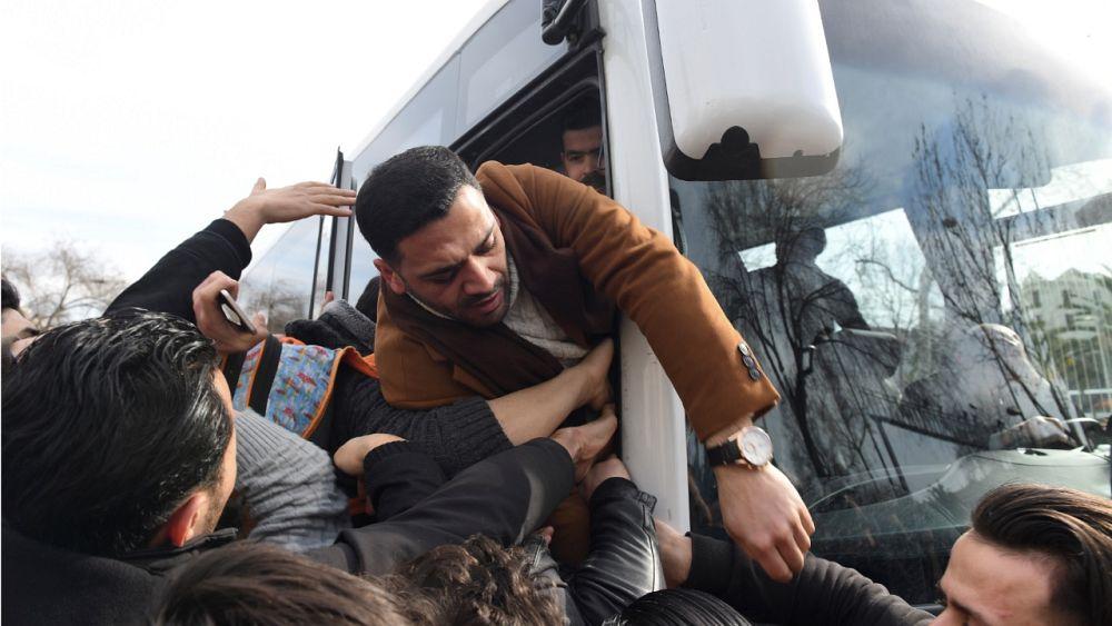 El alcalde turco organiza servicios gratuitos de autobuses para refugiados hacia la frontera con Grecia 41