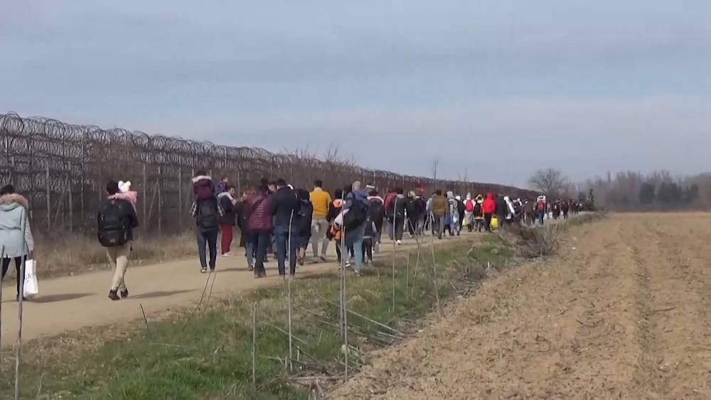 Los migrantes se dirigen a Grecia después de que Turquía dice que ya no puede retenerlos 18