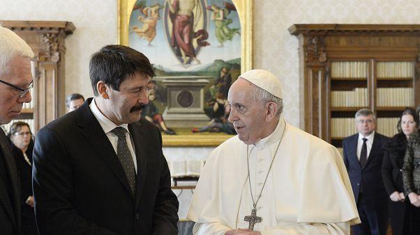 Budapestre látogat Ferenc pápa