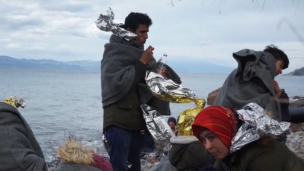 Los migrantes llegan a Lesbos después de que Turquía dice que no puede evitar que se vayan 63