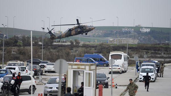 Hatay'da yaralı askerleri taşıyan TSK helikopteri