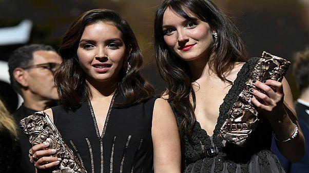 الممثلة الفرنسية-الجزائرية لينا خضري والممثلة الفرنسية أنييس ديموستييه
