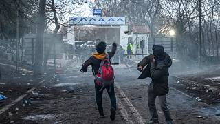 Grécia bloqueia fronteira com a Turquia
