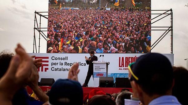 Puigdemont accolto da eroe a Perpignan