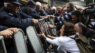 Manifestation contre la fermeture d'un point de passage de Nicosie, Chypre le 29 février 2020