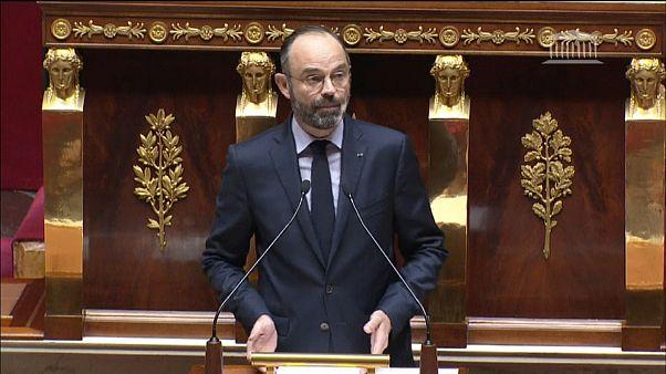 En France, le gouvernement annonce passer en force sur la réforme des retraites