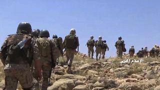 صور من الأرشيف تصور عددا من جنود حزب الله اللبناني على الحدود السورية اللبنانية. 2017/07/22